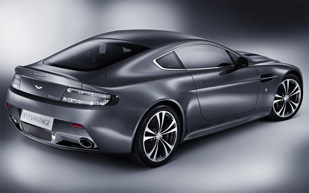 Aston Martin V12 Vantage. Aston Martin V12 Vantage 2.jpg