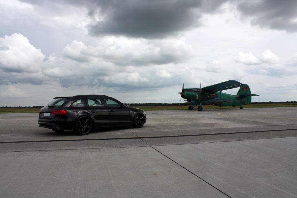 Audi A4 Avant Black. AVUS Audi A4 Avant Black Arrow