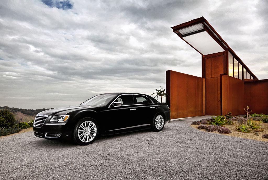 2012 Chrysler 300C SRT8 Info Photos - Image 16