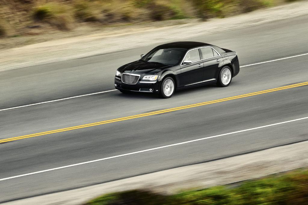 2012 Chrysler 300C SRT8 Info Photos - Image 18