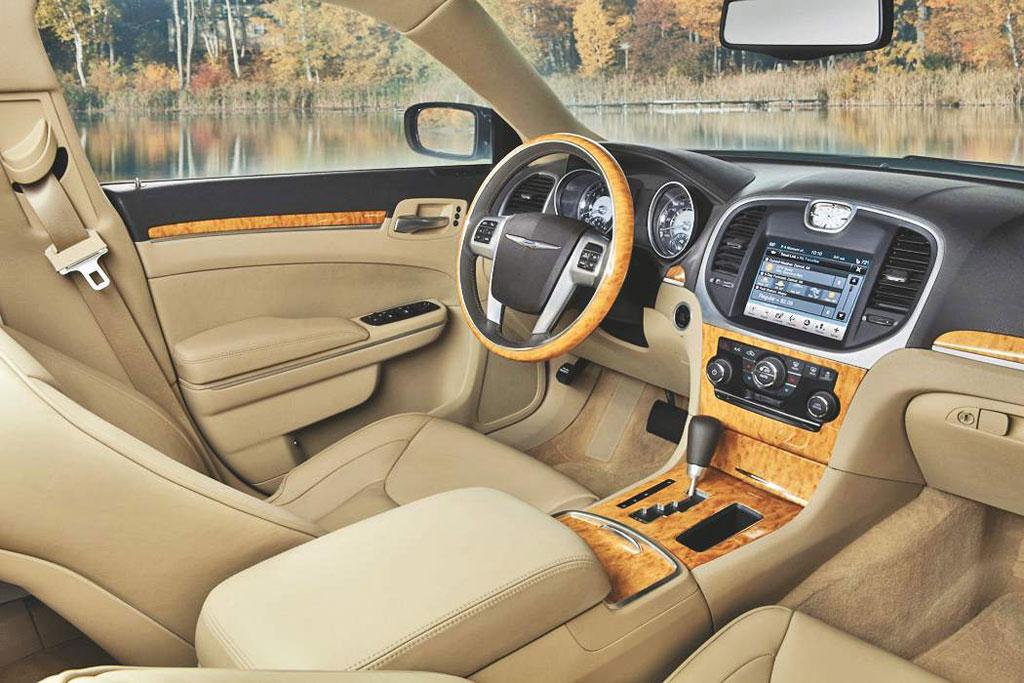 2012 - [Maserati] Quattroporte [M156] - Page 2 2012-Chrysler-300C-5