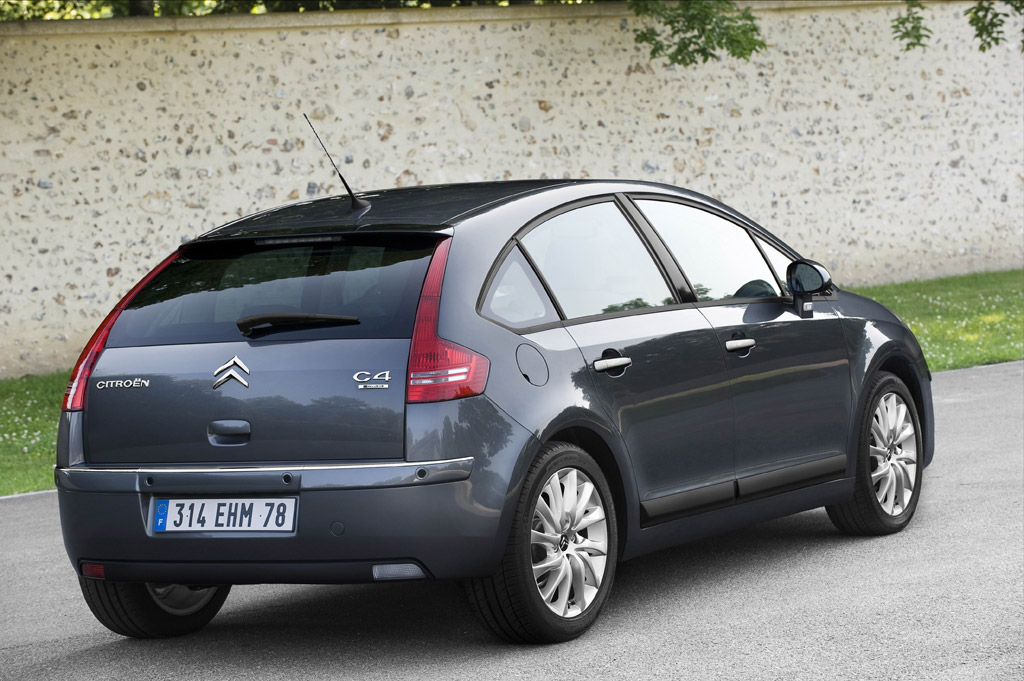 citroen c4 facelift unveiled. Black Bedroom Furniture Sets. Home Design Ideas