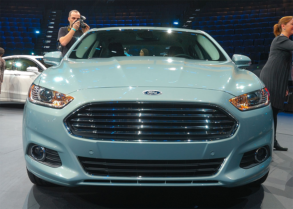 http://www.zercustoms.com/news/images/Ford/2013-Ford-Fusion-4.jpg
