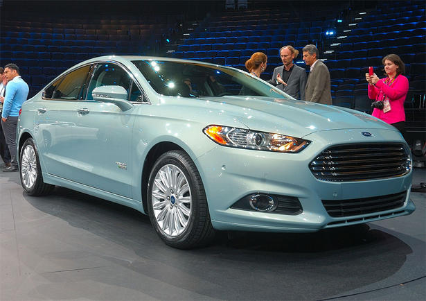 http://www.zercustoms.com/news/images/Ford/th1/2013-Ford-Fusion-1.jpg