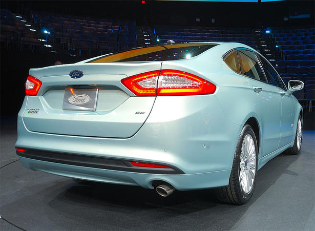 http://www.zercustoms.com/news/images/Ford/th1/2013-Ford-Fusion-2.jpg