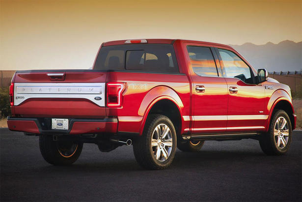 Other highlights of the new Ford F150 (2015) include a new 8-inch LCD