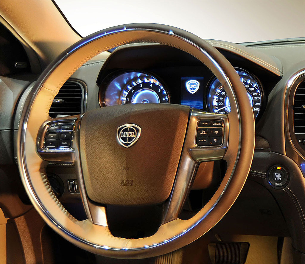 Lancia Thema Interior Photo 3 10731