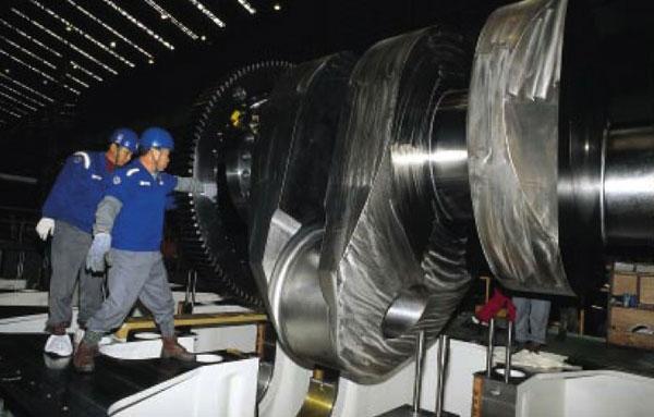 Biggest engine in the world photo 7 11358 - Le plus gros porte conteneur de chez maersk ...