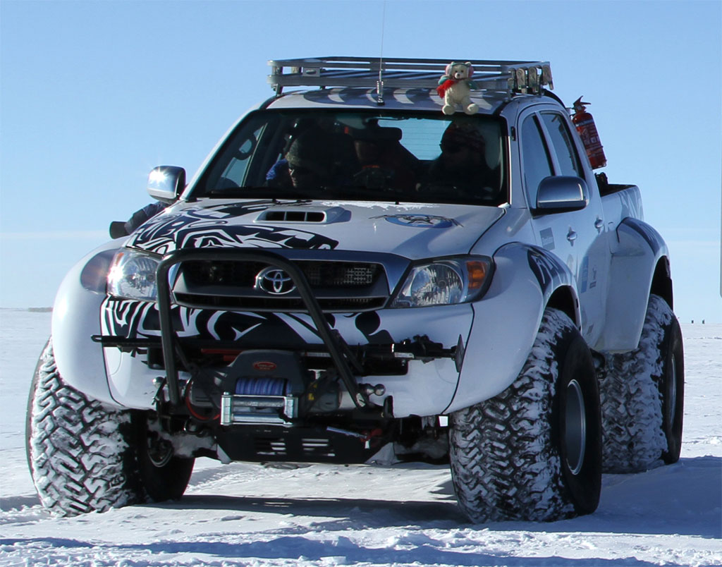 Toyota Hilux Antarctica Photo 8 12237