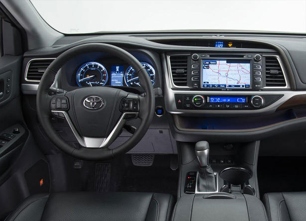 The new Highlander (2014) comes with a third row of seats, which means
