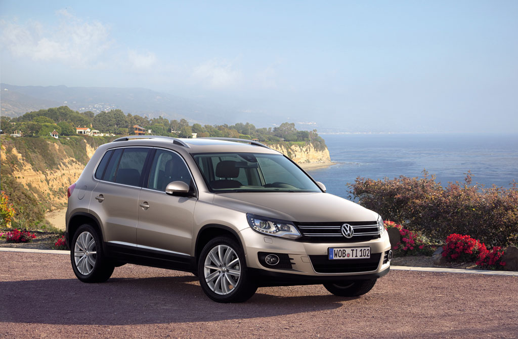 2012 volkswagen tiguan sport style photo 12 10586. Black Bedroom Furniture Sets. Home Design Ideas