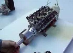 réplica de un motor v12 a pequeña escala